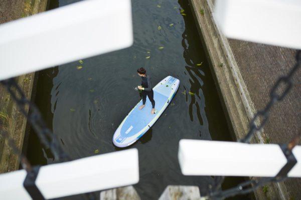jobe-lena-sup-board-yoga-luftaufnahme-kanal-paddel-486419006